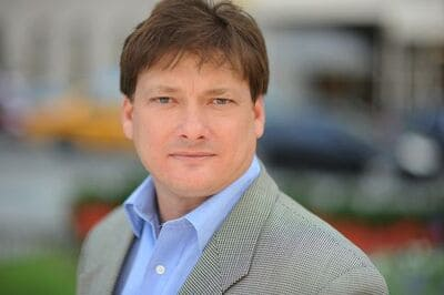 Blog header image for Interview with Sales Acceleration Expert Jeb Blount