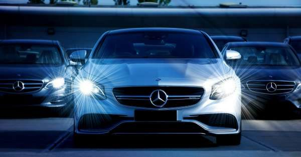 Mercedes-Benz car ad on facebook lead ads